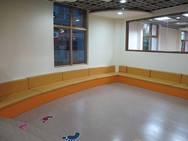 二樓的兒童閱讀室 (5).JPG