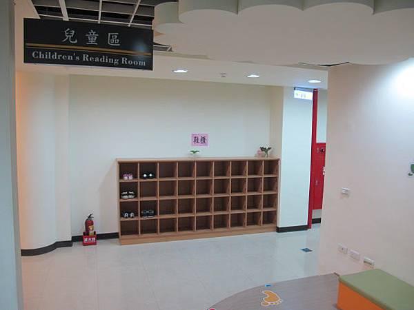 二樓的兒童閱讀室 (2).JPG