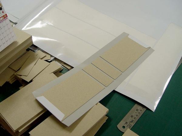 三角桌曆製作過程(紙板黏貼)-2.JPG