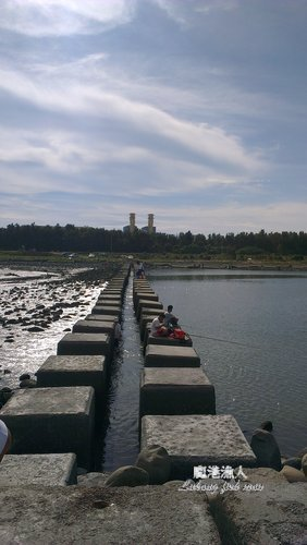 塭仔港  水閘石樁