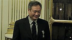 台灣導演李安27日獲頒法國騎士勳章後表示,和這個勳章的許多得主一樣,他感覺非常光榮。