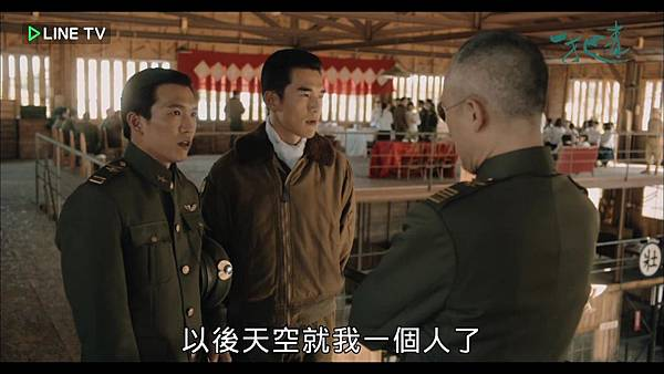 03.九大隊長的帥氣軍服和帽子.jpg