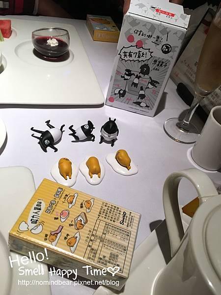 蛋黃哥磁鐵~跟馬來貘杯緣子一起開箱