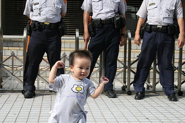九月九警察與小孩