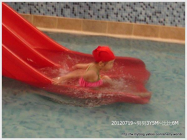 1-1010719穿泳衣3