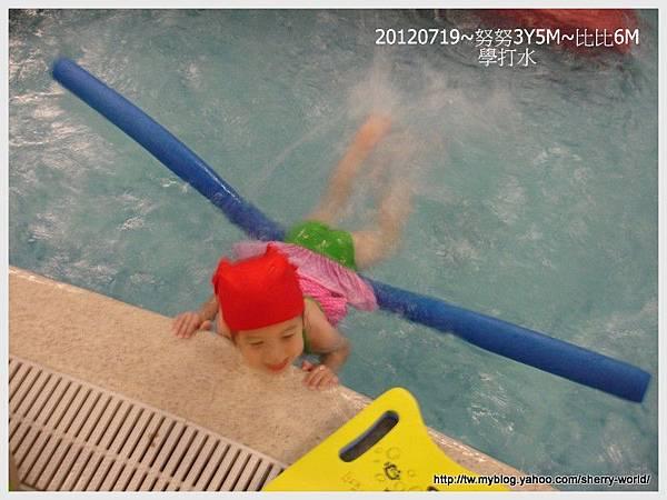 2-1010719穿泳衣4