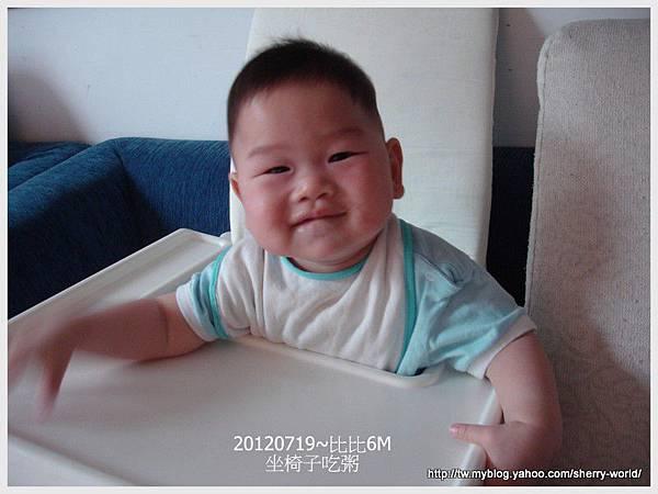 4-1010719坐椅子吃粥4