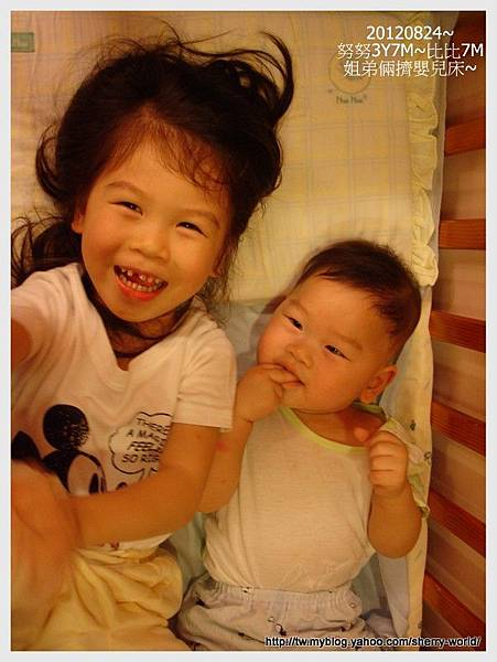 08-1010824姐弟倆睡嬰兒床7