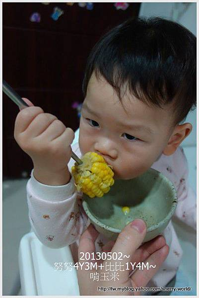 3-1020502啃玉米2