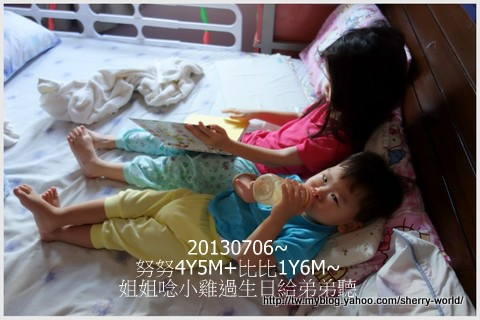 2-1020706姐姐唸小雞過生日給弟弟聽.jpg