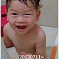 3-1020711姐姐彈琴弟弟玩水1.jpg
