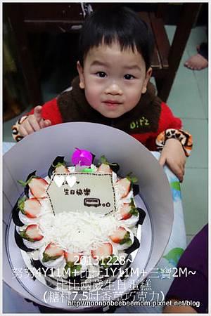 2-1021228比比兩歲生日蛋糕1.jpg