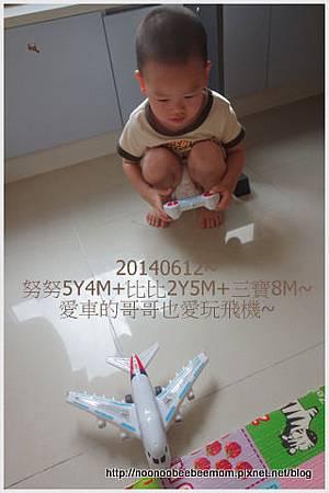 5-1030612三寶笑&姐姐彈琴2.jpg