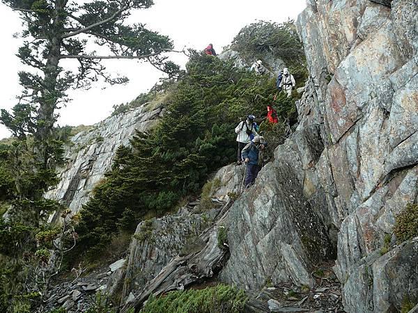 這段路很多攀爬...