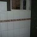 0413-浴室正在貼磁磚^^