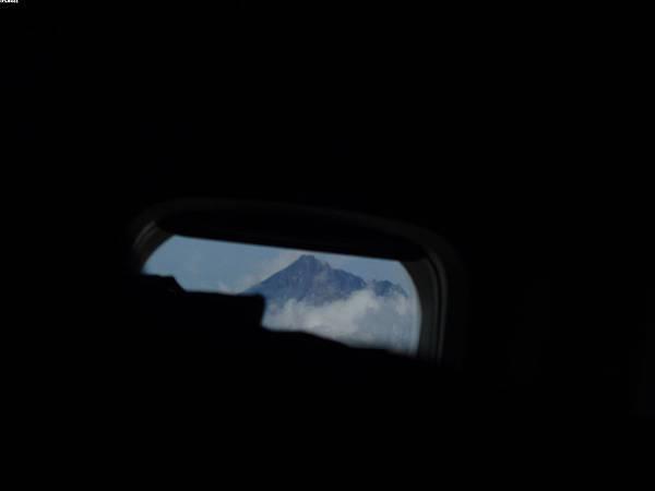 18_飛機上最後一眼...座位在另一邊~~勉強拍下...