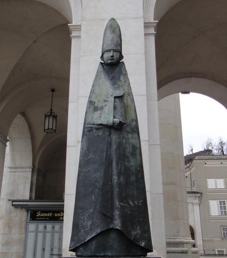 薩爾斯堡-教堂前雕像