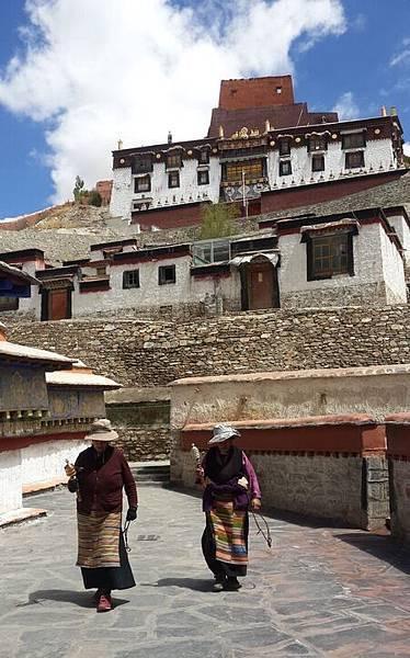 西藏(8)_7_轉經輪繞佛塔