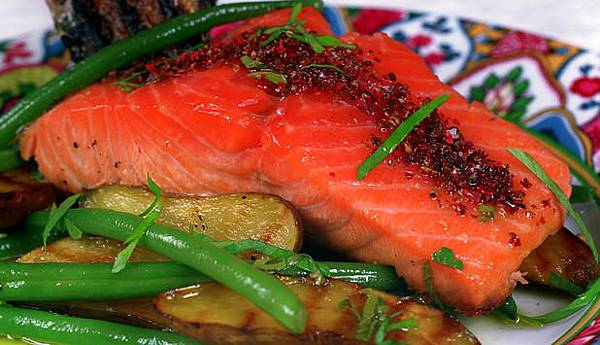 Grilled-Norwegian-Salmon-with-Pink-Peppercorns_large