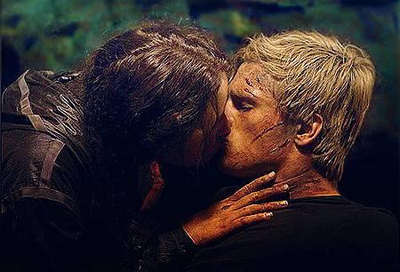 peeta-and-katniss-kissing-in-the-hunger-games.jpg