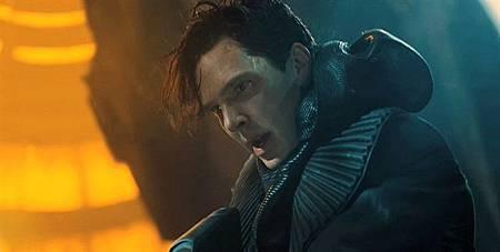 Star-Trek-into-Darkness-Benedict-Cumberbatch-villain.jpg