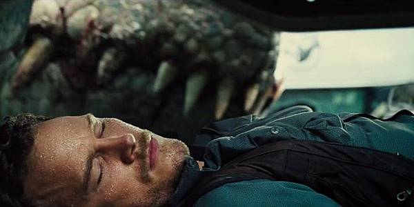 jurassic-world-i-rex-teeth-120797.jpg