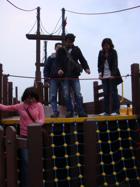 三芝吊橋‧其實是小朋友的遊樂設施啦