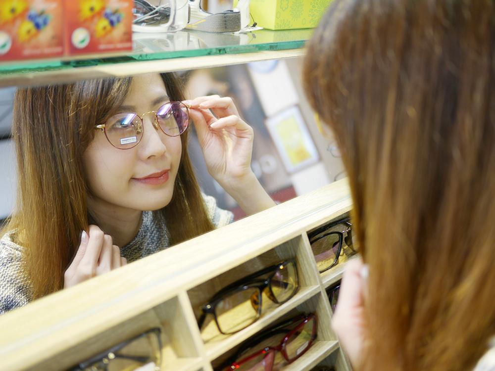 【中和眼鏡行推薦】吉田眼鏡事務所~復古時尚金框眼鏡Get!好喜歡它們家細膩貼心的服務♥
