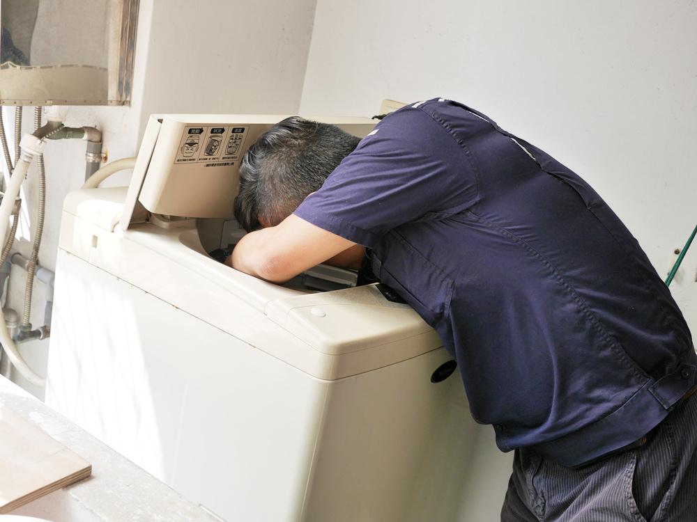 【洗衣機清洗推薦◆SOUJIPRO熟技職人◆台北%2F新北%2F桃園%2F新竹】原來家裡的洗衣機跟髒水桶沒啥兩樣,早該幫它洗澡了!!!