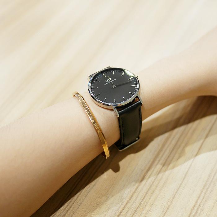 DW錶2018最夯的新款錶帶(寶石紅/午夜藍)爆美的啦!!!休閒或是正式場合都超搭!DW手錶最新優惠折扣碼:「superdw」