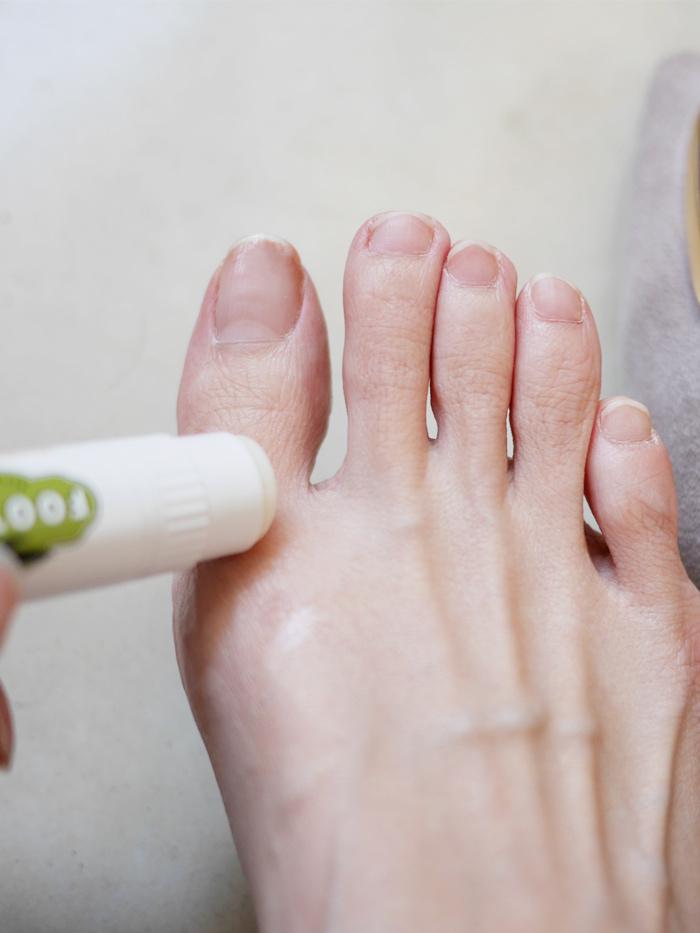 鞋子磨小拇指