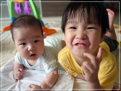 20111010 [宇3Y2M18D&安4M26D] 兄弟倆_2.JPG