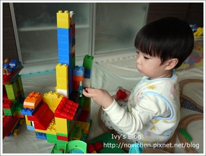20111208[宇3Y4M16D] 玩樂高_4.JPG