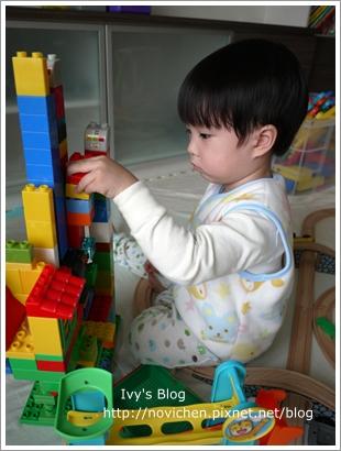 20111208[宇3Y4M16D] 玩樂高_5.JPG