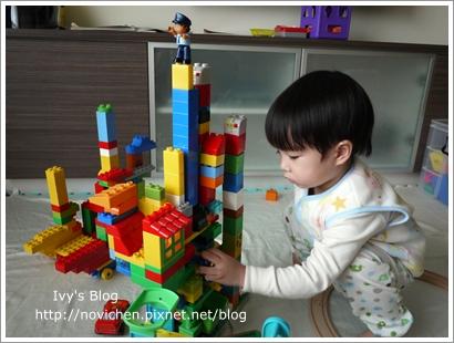 20111208[宇3Y4M16D] 玩樂高_7.JPG