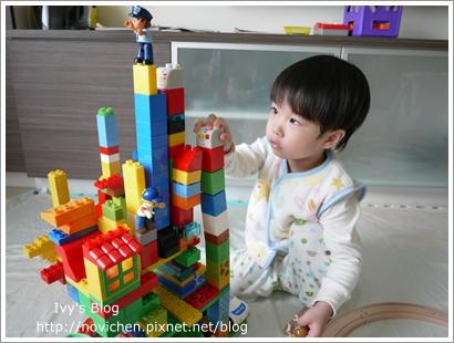 20111208[宇3Y4M16D] 玩樂高_8.JPG