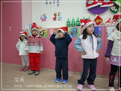 20111224[宇3Y5M2D&安7M10D] 薑餅屋_1.JPG