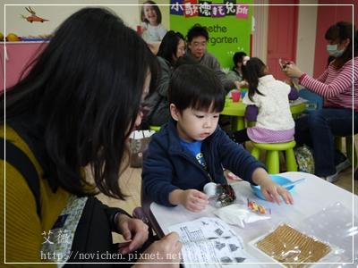 20111224[宇3Y5M2D&安7M10D] 薑餅屋_4.JPG