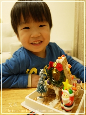 20111224[宇3Y5M2D&安7M10D] 薑餅屋_6.JPG