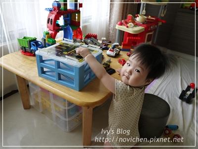 20120611[宇3Y10M3W&安1Y4W] 安安玩停車盒_1
