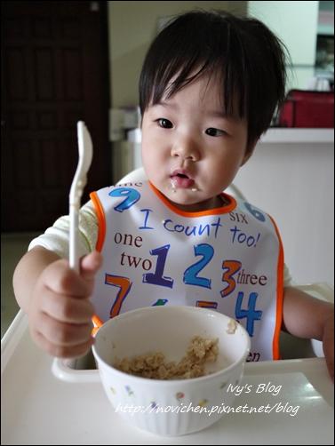 20121123 [宇4Y4M1W&安1Y6M2W] 安安自己吃麥片_5