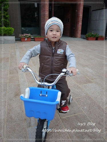 20121124 [宇4Y4M1W&安1Y6M2W] 出門騎腳踏車_1