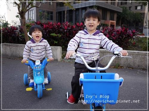 20121216[宇4Y4M4W&安1Y7M1W] 穿兄弟裝一起玩_1
