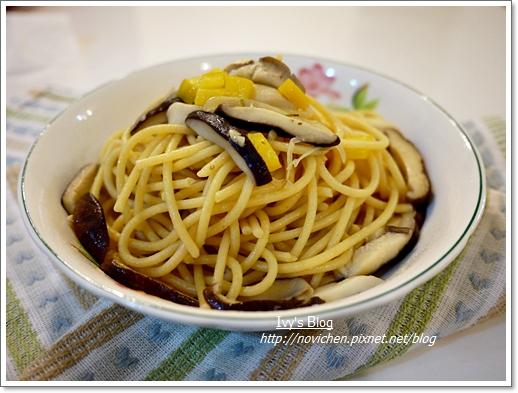 蒜香奶油鮮菇義大利麵