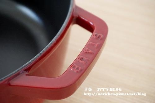 Staub26cm櫻桃紅_10.JPG