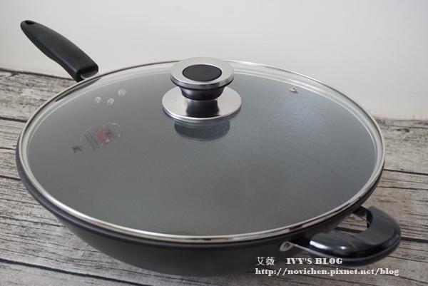 鈦讚瓷晶炒鍋_1.JPG