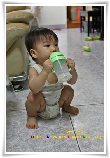 [14M3W] 豆仔喝水水.JPG
