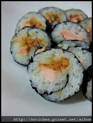 [寶寶食譜] 1Y6M鮭魚小壽司.JPG