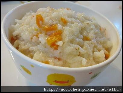 [寶寶食譜] 1Y6M紅蘿蔔鮪魚稀飯.JPG