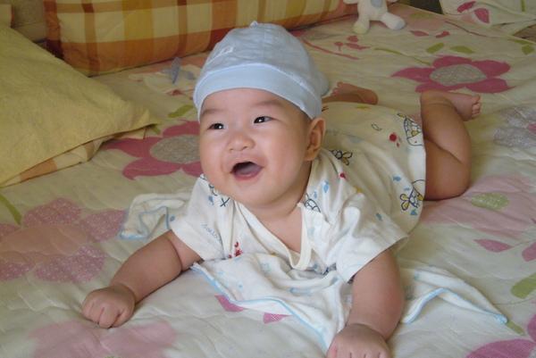 3M3W- 戴帽子的紅豆仔..笑的好開心